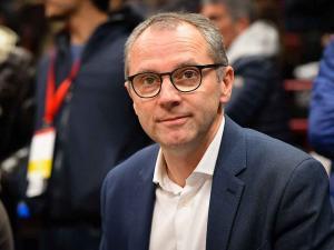 CEO F1 Stefano Domenicali (Italia), sempat mendengarkan curcol Hamilton. (Foto: planetf1)