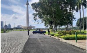 Kawasan Monas telah sebagian dilakukan pengaspalan ulang untuk lintasan balap sebelum Formula E Jakarta dinyatakan ditunda pada Maret 2020. (foto : kompas)