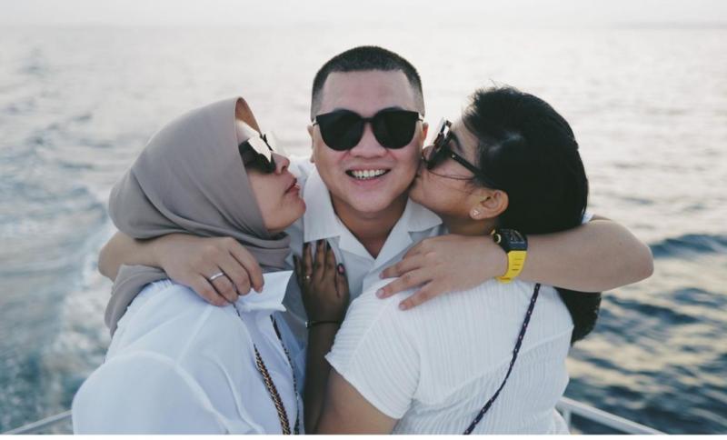H Putra Rizky saat liburan bersama istri dan sang kakak di Pulau Maladewa. Tetap akan support otomotif Indonesia