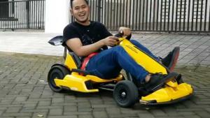 Gilang Widya Pramana, Juragan99 tengah bermain gokart ikonik Lomborghini. (foto : ig)