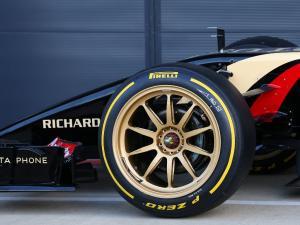 Penggunaan pelek 18 inch yang digunakan F1 pada 2022, bakal memperlambat laju mobil 1 sampai 2 detik per lap. (Foto: planetf1)