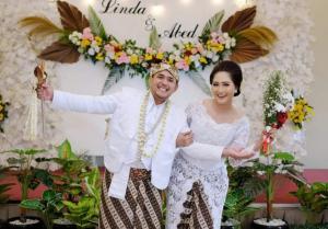 Abed Nego Antoro dan Linda Mulyaningsih, siap mengarungi bahtera bersama dalam ikatan suci pernikahan