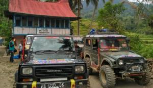 Sumbangan dari berbagai donatur diserahkan di Kantor Wali Nagari Garabak Data.