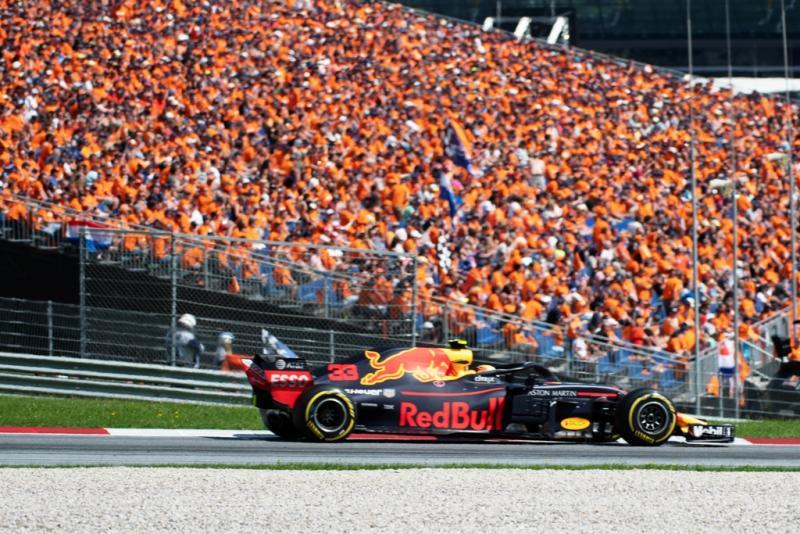 Orange Army yang selalu mendukung Max Verstappen, berpotensi masuk Sirkuit Zandvoort di GP Belanda 2021. (Foto: ist)