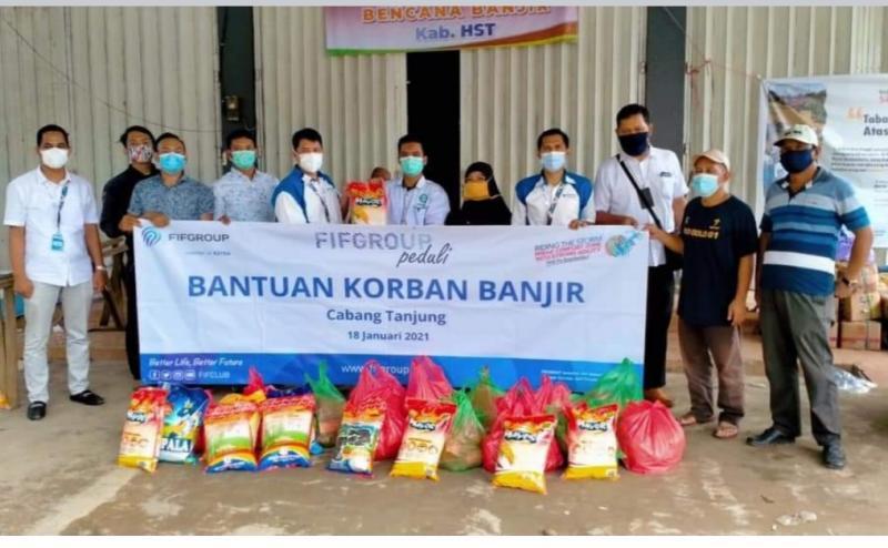 FIFGROUP menyalurkan bantuan CSR korban bencana alam ke 10 titik di Indonesia berupa sembako, pakaian dan obat-obatan