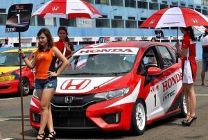 Honda Prospect Motor menjadi sponsor utama keikutsertaan Honda Racing Indonesia di ajang balap mobil ISSOM. (foto : ig alvin)