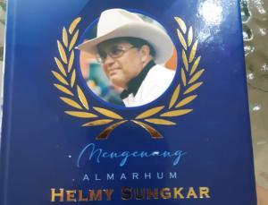 Buku Mengenang Almarhum Helmy Sungkar setebal 124 halaman dengan kemasan premium, berisi doa dan sekilas kesan pelaku balap Indonesia