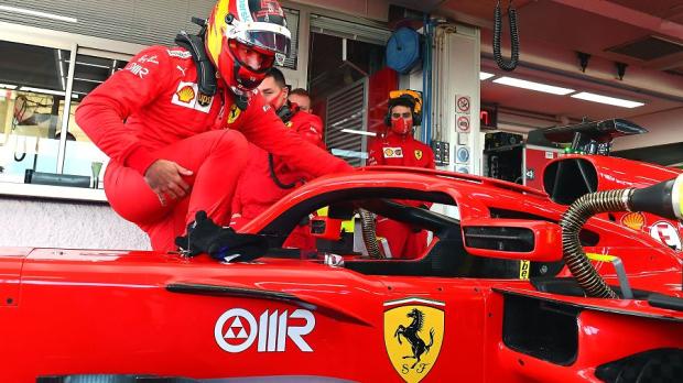 Carlos Sainz (Spanyol), langkah perdana ke kokpit Ferrari. (Foto: gpfans)