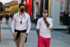 Lewis Hamilton dan bos Mercedes Toto Wolff, bakal pisah? (Foto: formula1news)