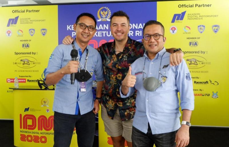 Irvan Bahran (kanan), Rifat Sungkar dan Rinto Rio Rakhmanto selaku panpel kejurnas IDMC perebutkan Piala Ketua MPR-RI.