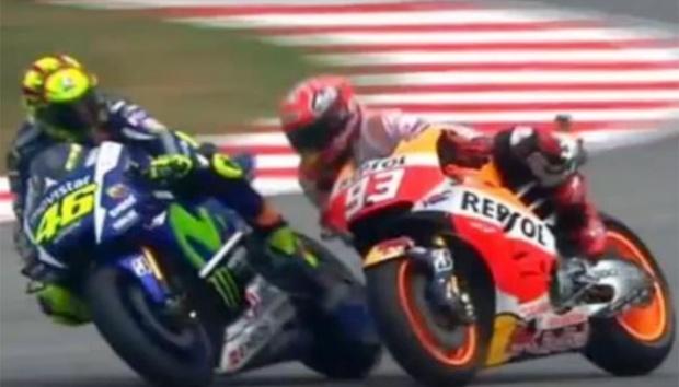 Duel Valentino Rossi vs Marc Mrquez di GP Malaysia 2015, dendam berkepanjangan The Doctor. (Foto: ist)
