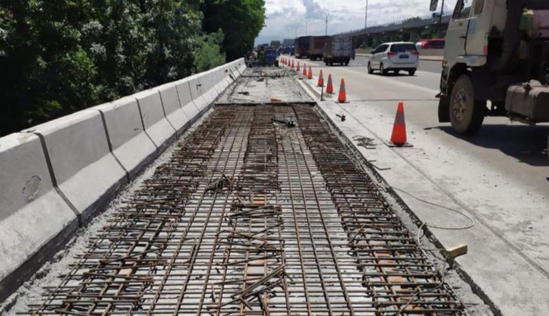 PT Jasamarga Metropolitan Tollroad kembali melakukan pemeliharaan pada jalan Tol Jagorawi yang meliputi perbaikan dan penguatan. (foto : Jasamarga)