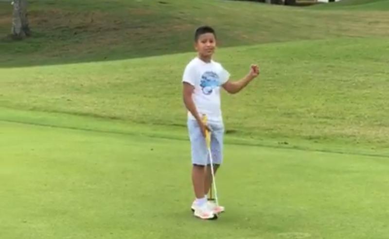 Qarrar Firhand berlatih golf di Royal Halim Jakarta Timur guna mengisi waktu luang. (foto : lutfi)