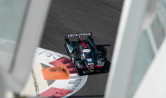 Mobil tim JOTA dikebut perbaikannya agar bisa mengikuti sesi kualifikasi Asian Le Mans Abu Dhabi hari ini