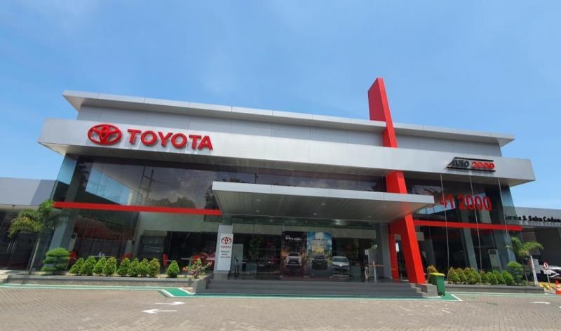 Auto2000 cabang Tuban, Jawa Timur menjadi tempat pembelian kendaraan Toyota warga desa Sumurgeneng Tuban