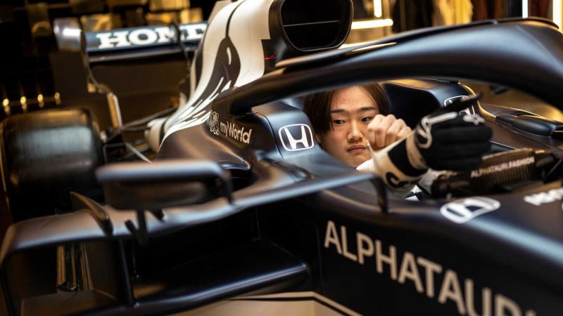 Yuki Tsunoda, pembalap mungil Jepang yang masih menyesuaikan diri dengan kokpit mobil AT02 . (Foto: racingnews)