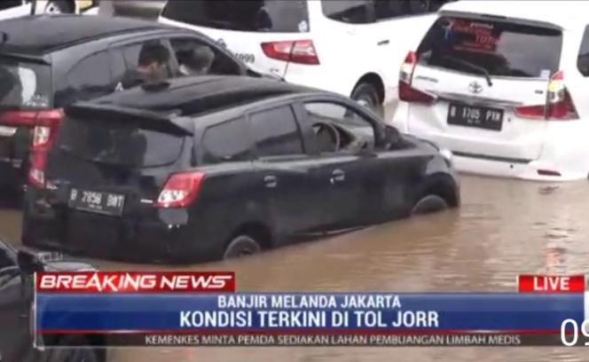 Genangan air di beberapa ruas tol JORR dampak dari curah hujan yang sangat tinggi beberapa hari ini
