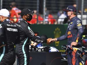 Max Vesrtappen (Red Bull) dan Lewis Hamilton (Mercedes), pembalap paking berpengaruh ke bursa 2022. (Foto: planetf1)