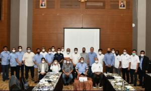 Bamsoet bersama H Tinton Soeprapto dan sub pengurus olahraga mobil IMI Pusat di hotel Lorin Sentul Bogor Rabu kemarin