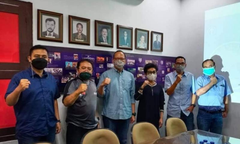 Lola Moenek bersama Ketua dan Anggota Komisi Time Rally IMI Pusat usai rapat perdana di sekretariat jalan Minangkabau, Jakarta, Kamis kemarin