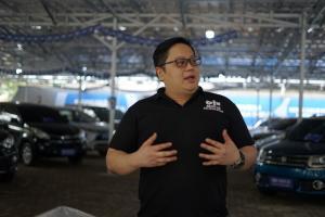 CEO OLX Group Indonesia, Johnny Widodo di lapak penjualan OLX Auto