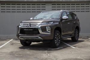 Tampilan gahar Pajero Sport yang menjadi salah satu mobil tangguh di pasar Indonesia