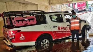 Mitos seputar mengemudikan mobil di kala banjir, air nggak masuk melalui knalpot