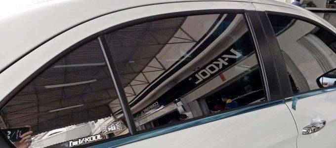 Mobil sedan premium mengaplikasikan kaca film V-Kool untuk melindungi ruang kabin dan kenyamanan