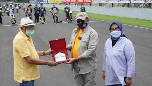 Bamsoet bersama H.Tinton Soeprapto dan Bupati Bogor Ade Yasin di opening ceremony event Jakarta Race Community 2021, Sentul International Circuit Bogor