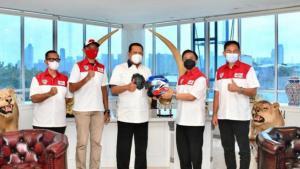 Bamsoet bersama manajemen Mandalika Racing Team dan pembalap Dimas Ekky