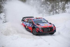 Thierry Neuville (Belgia) masih terkendala komunikasi di kokpit Hyundai i20 Coupe WRC. (Foto: today24news)