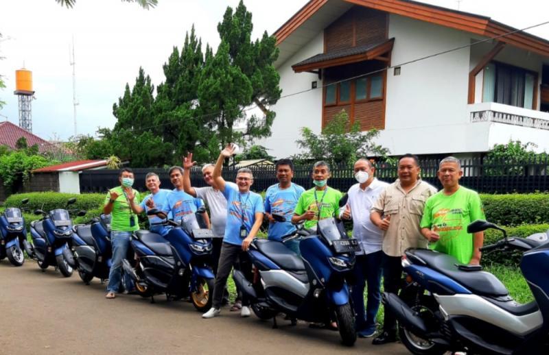 Ketum IMI DKI Anondo Eko bersama peserta touring motor Max Max dengan rute Jakarta-Mandalika-Jakarta