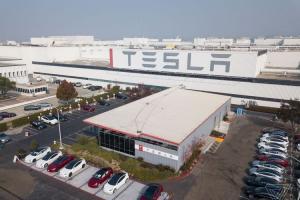 Pabrik Tesla yang memproduksi berbagai model mobil listrik