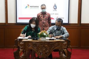 Penandatanganan kontrak kerja sama antara Pertamina Lubricants dan Perusahaan distributor Pelumas Thailand Iyara Energy Group Co.,Ltd