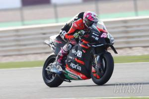 Aleix Espargaro (Spanyol/Aprilia), gebrakan awal di papan atas. (Foto: crash)