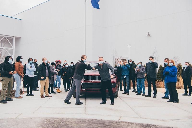 Para pekerja di Manufaktur Jeep, Detroit Amerika siap mendapatkan vaksin Covid-19