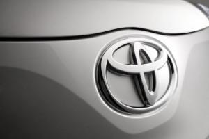 Logo Toyota yang menempel pada produk kendaraan listrik dan robotika yang dikembangkan raksasa otomotif ini