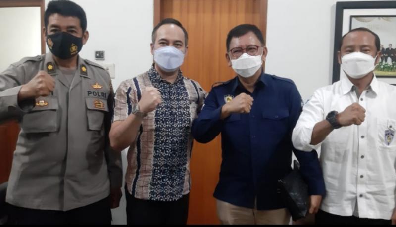 Plt IMI Jateng M Riyanto bersama pengurus audensi kepada tokoh otomotif Kukrit SW di Semarang hari ini