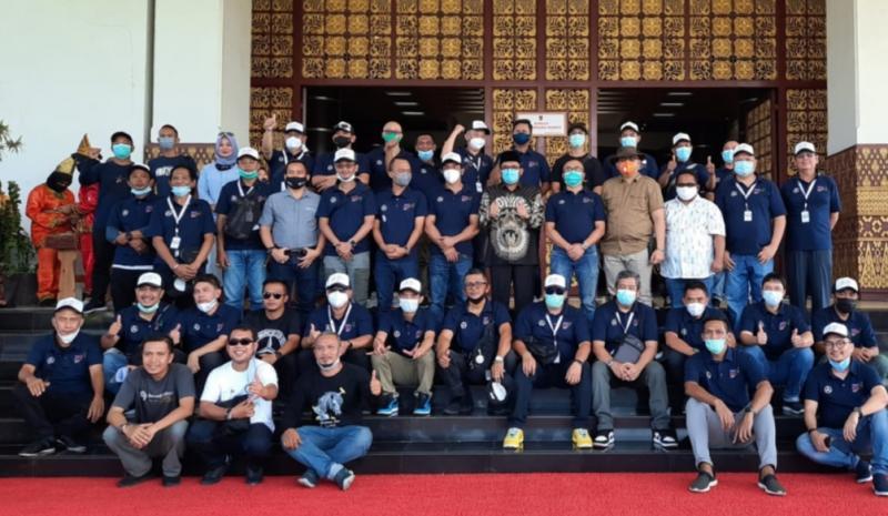 Momen keakraban pemilik Mercy se Sumatera bersama Walikota Padang. (foto : bangve)
