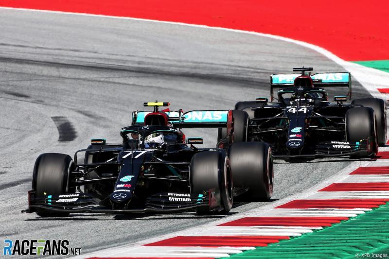 Valtteri Bottas beberapa kali kehilangan posisi terdepan demi poin buat Lewis Hamilton. (Fotor: racefans)