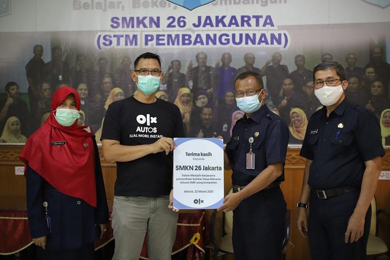 OLX Autos dan perwakilan guru SMKN 26 Jakarta kerja sama siapkan soft skill siswa menuju dunia kerja