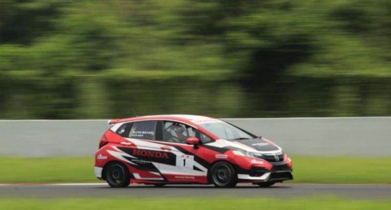 Alvin Bahar dari Honda Racing Indonesia raih pole position setelah tercepat Superpole kelas ITCR Max di Sentul International Circuit hari ini