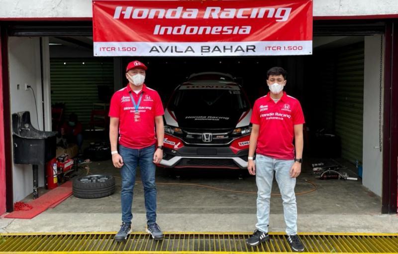 Alvin Bahar dan Avila Bahar, kini bersama di tim Honda Racing Indonesia hanya berbeda kelas di ISSOM 2021. (foto : bs)
