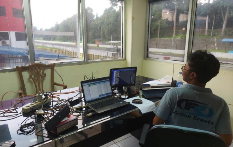 Ruang Timing System pindah ke lantai 2 gedung utama SIC, guna mendapatkan NOISE 15-20 untuk kebutuhan transponder yang dipasang di mobil pembalap ISSOM. (foto ; bs)