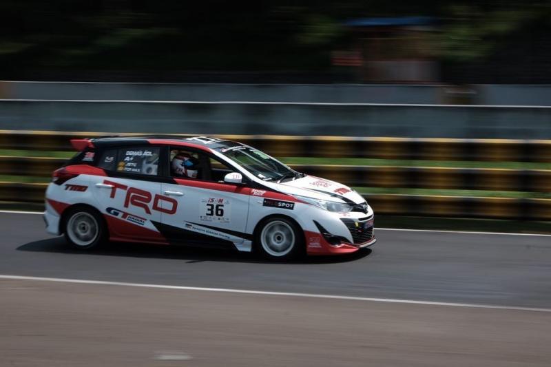 Demas Agil harus kembali beradaptasi dengan mobil Toyota New Yarisnya. (foto: TTI)