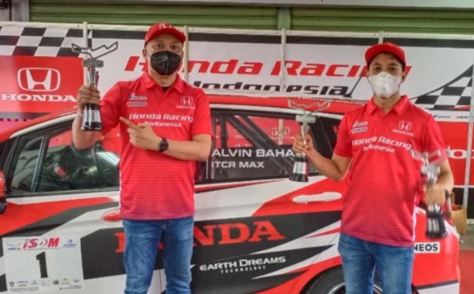 Alvin dan Avila Bahar, andalan tim Honda Racing Indonesia cetak prestasi terbaik di awal 2021. ( foto : bs)