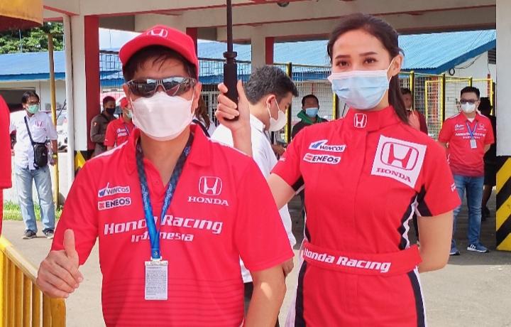 Yusak Billy bos Honda Prospect Motor datang langsung ke Sentul International Circuit untuk support pembalap HRI