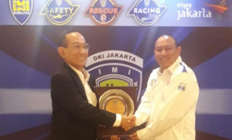 Anondo Eko dan H. Djajat Sayoeti dalam sebuah kegiatan IMI DKI Jakarta, menitipkan amanah sebelum berpulang 13 Maret lalu. (foto : ist)