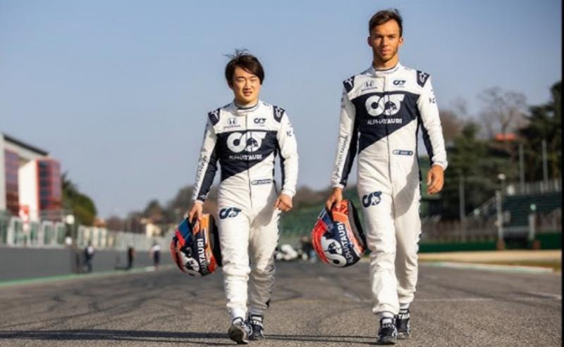 Yuki Tsunoda dengan rekan setimnya Pierre Gasly, beda 18 cm. (Foto: ist)