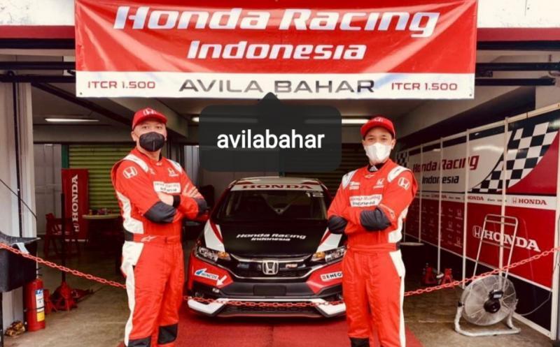 Alvin Bahar dan Avila Bahar, andalan tim Honda Racing Indonesia di ajang kejurnas balap mobil ISSOM